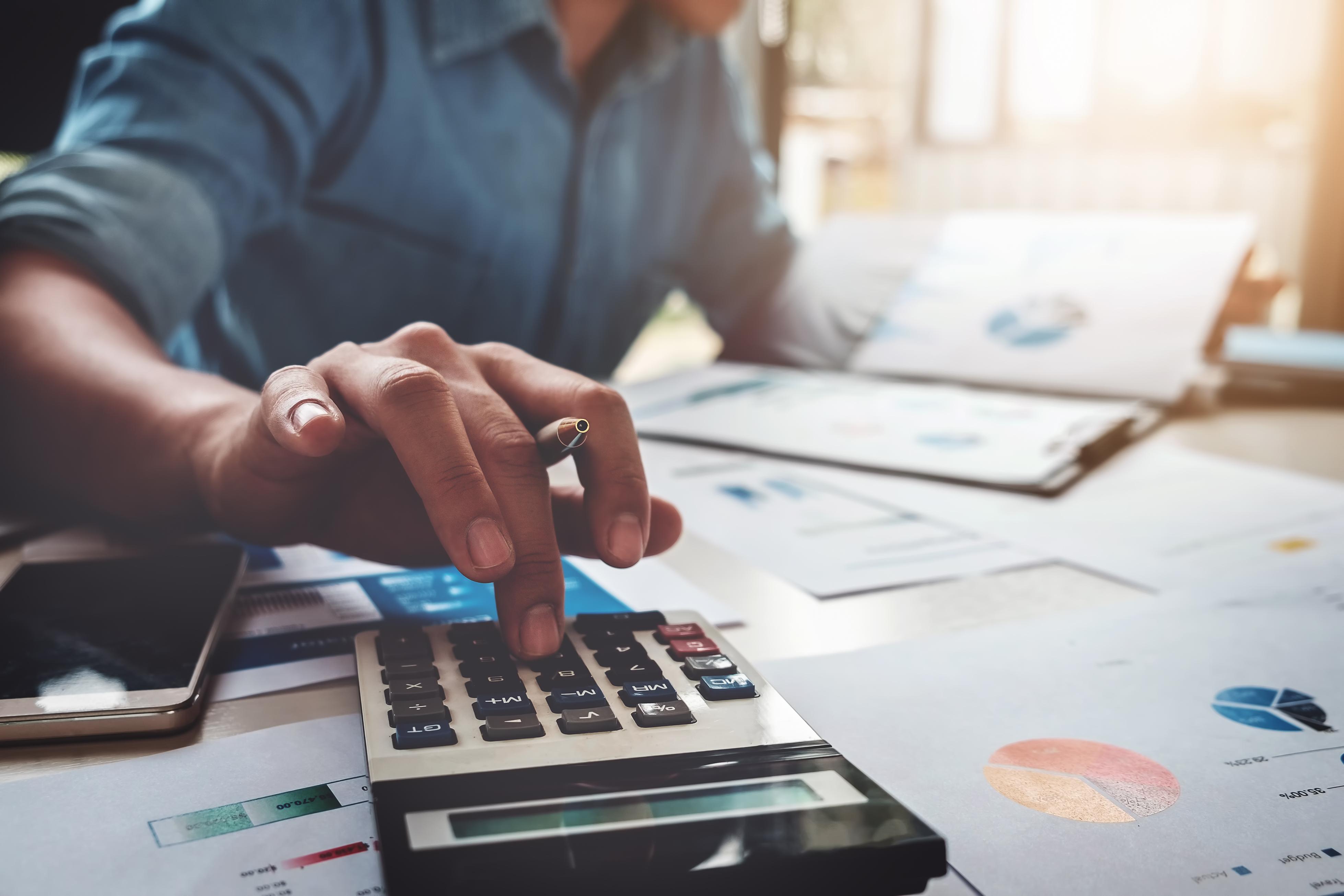 como calcular suas dívidas passo a passo