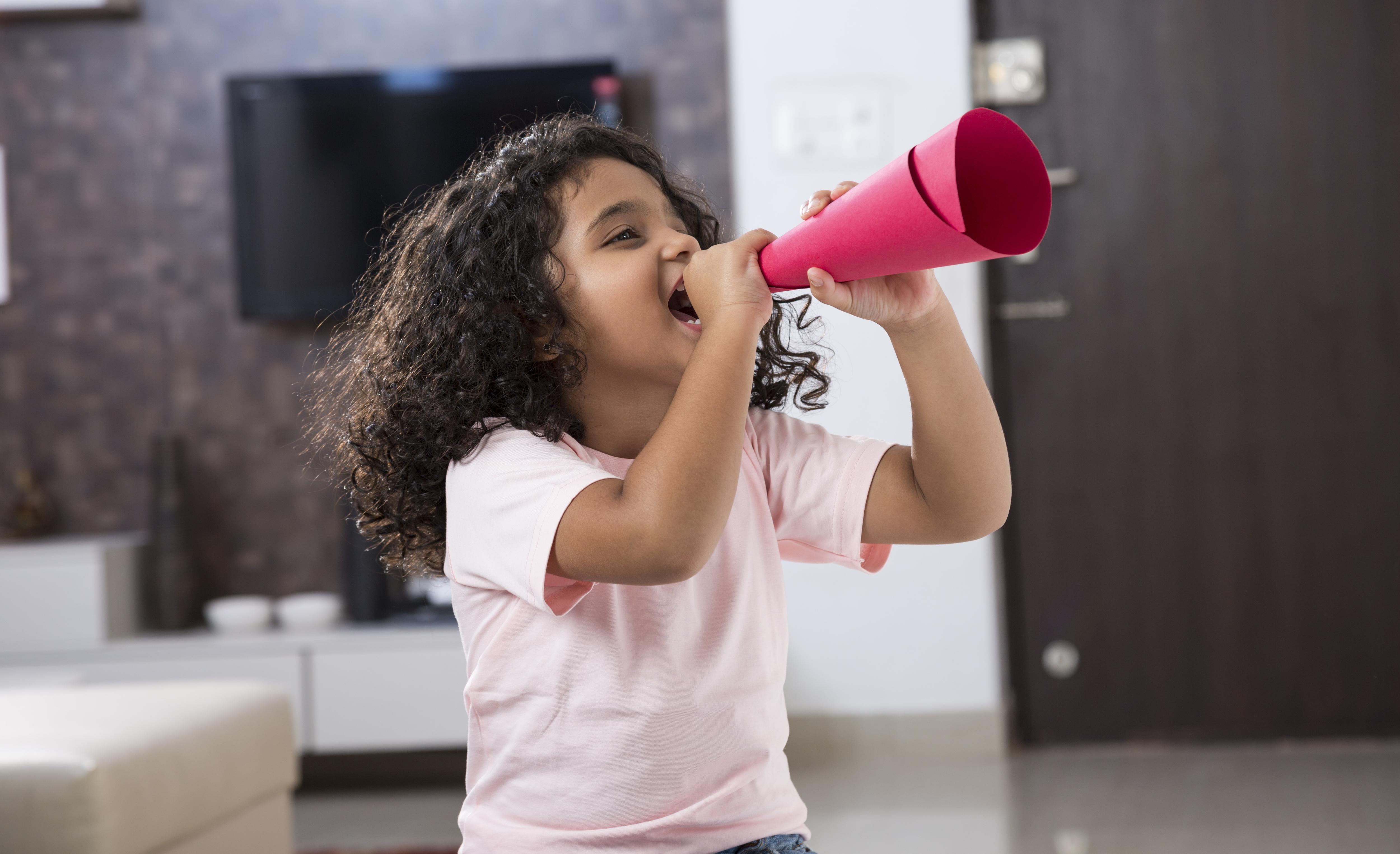 brincadeiras de criança para economizar energia
